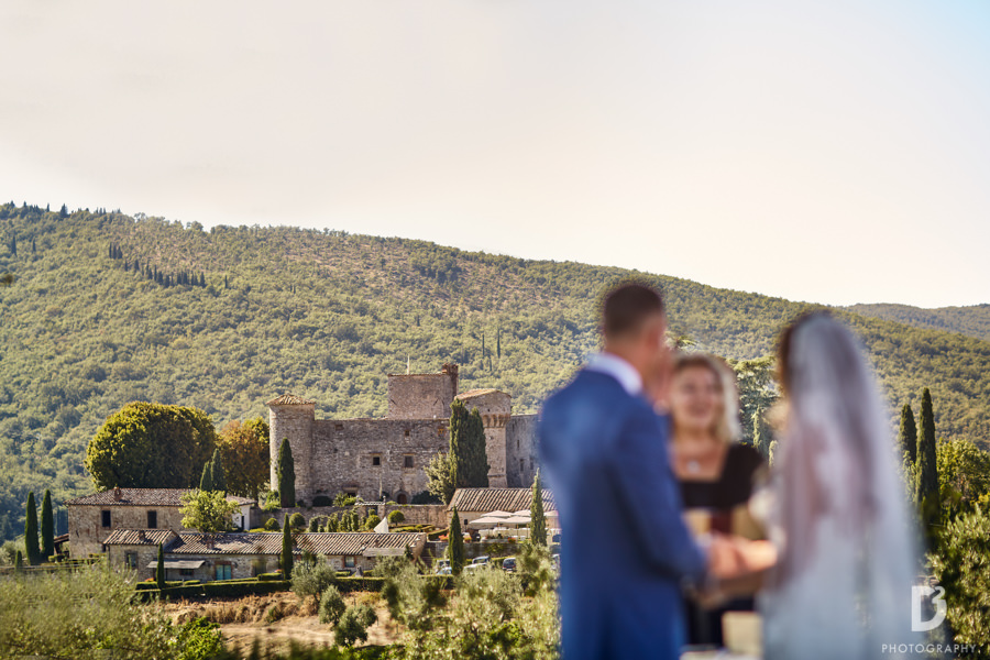 wedding ceremony on the Tuscan hills