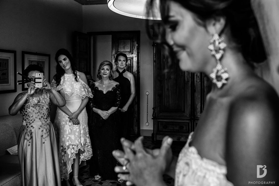 Candid wedding photos in Tuscany Italy-14