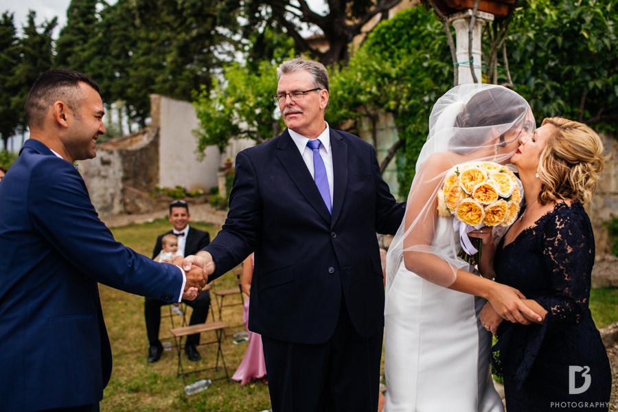 Candid wedding photos in Tuscany Italy-23