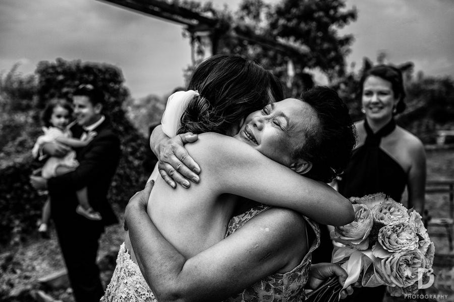 Candid wedding photos in Tuscany Italy-31