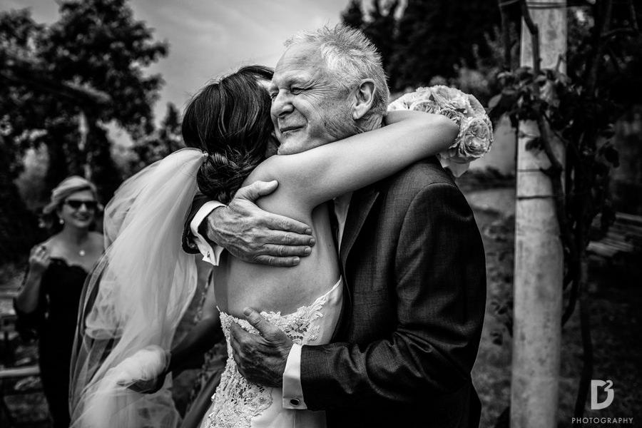 Candid wedding photos in Tuscany Italy-33