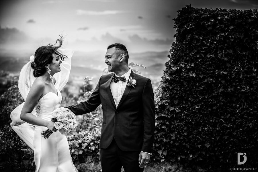 Candid wedding photos in Tuscany Italy-37