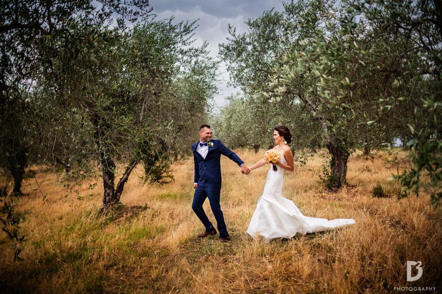 Candid wedding photos in Tuscany Italy-40