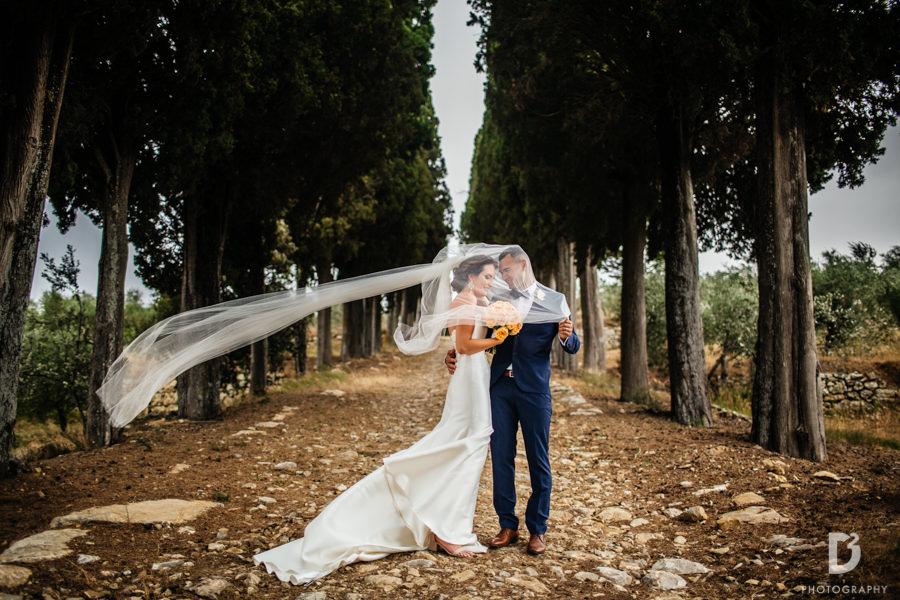 Candid wedding photos in Tuscany Italy-45