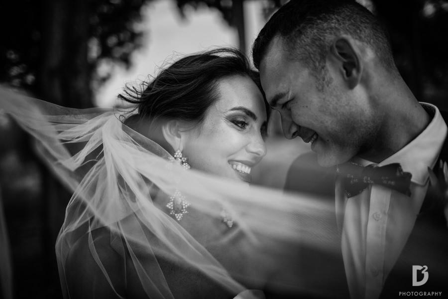 Candid wedding photos in Tuscany Italy-46