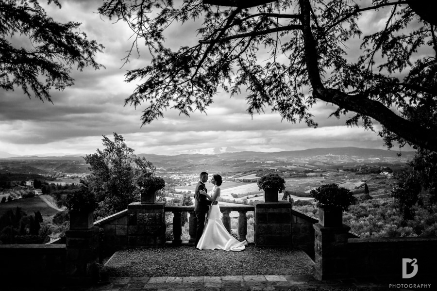 Candid wedding photos in Tuscany Italy-48